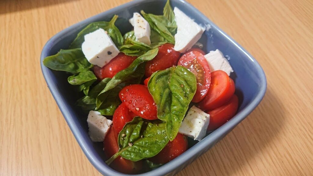 バジルとトマトのサラダ